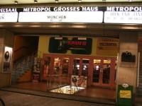 Вход в кинотеатр