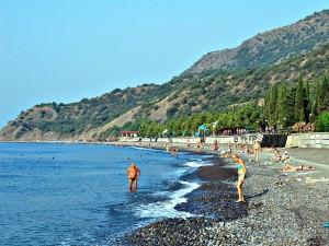 Галечный пляж в Канаке. Крым. Украина
