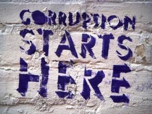 """Надпись: """"Коррупция начинается здесь"""""""