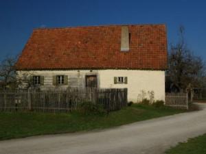 Частный дом с участком земли