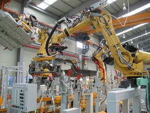 Промышленные роботы R200iB на участке сварки кузова ZAZ Chance