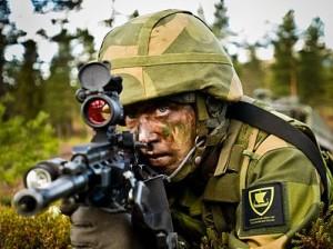 Норвежский солдат на полевых учениях