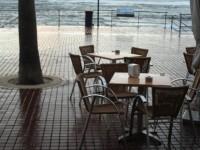 Столики в кафе