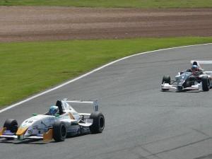 Заезд на соревнованиях Formula Renault в Сильверстоуне