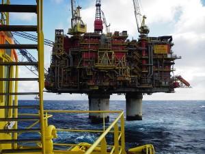 Норвежская нефтедобывающая платформа. Фото - Marcusroos