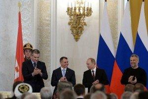 После подписания договора. Фото администрации Президента РФ