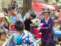 Праздник Сонгкран. Фото JJ Harrison