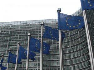 Флаги у здания Еврокомиссии. Фото Sébastien Bertrand