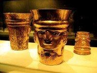 Золотые кубки, найденные в Ламбайеке, Перу. Фото Rosemania