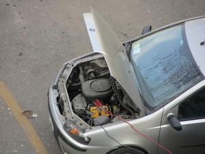 Зарядка автомобильного аккумулятора. Фото - Andrea Pavanello