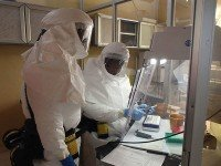 Исследование вируса Эбола. Фото - Army Medicine