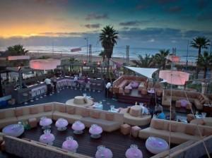 Кафе на побережье, Касабланка, Марокко. Фото - Othmanlah