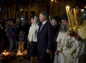 Президент Украины Петр Порошенко с семьей в храме. Фото пресс-службы Президента Украины