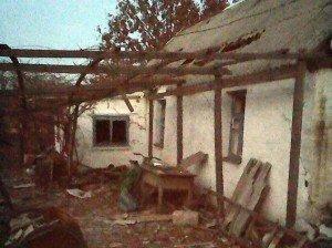 Последствия взрыва снаряда. Фото mvs.gov.ua