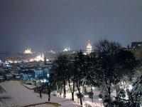 Снег в Стамбуле. Фото Bertilvidet
