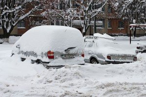 Автомобили в снегу. Фото George Chernilevsky