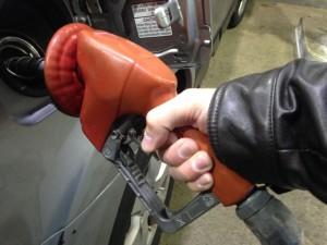 Заправка автомобиля. Фото MarkBuckawicki