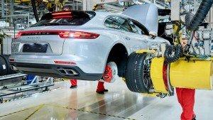 Производство Porsche Panamera Sport Turismo. Фото Porsche